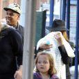 Beyoncé et Jay-Z dans la rue à New York avec leur fille Blue Ivy, le 3 mars 2012