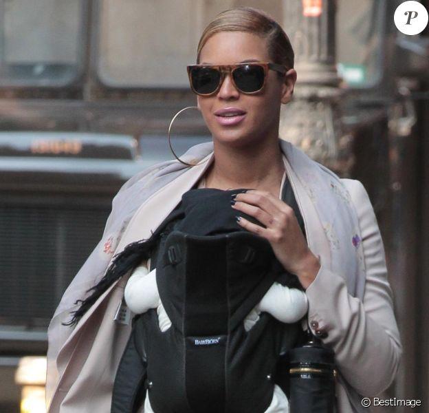 Beyonce et sa fillette Blue Ivy dans les rues de New York le 13 mars 2012