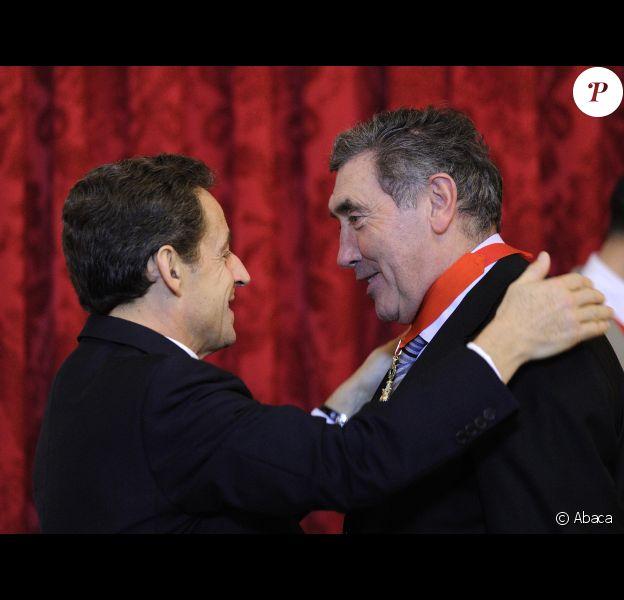 Eddy Merckx est fait commandeur de la Légion d'honneur par Nicolas Sarkozy à l'Elysée le 15 décembre 2011 à Paris