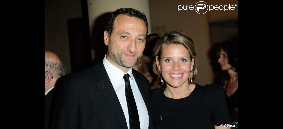 laura tenoudji et frank tapiro le 27 mars 2012 au th tre des champs elys es pour le gala scopus. Black Bedroom Furniture Sets. Home Design Ideas