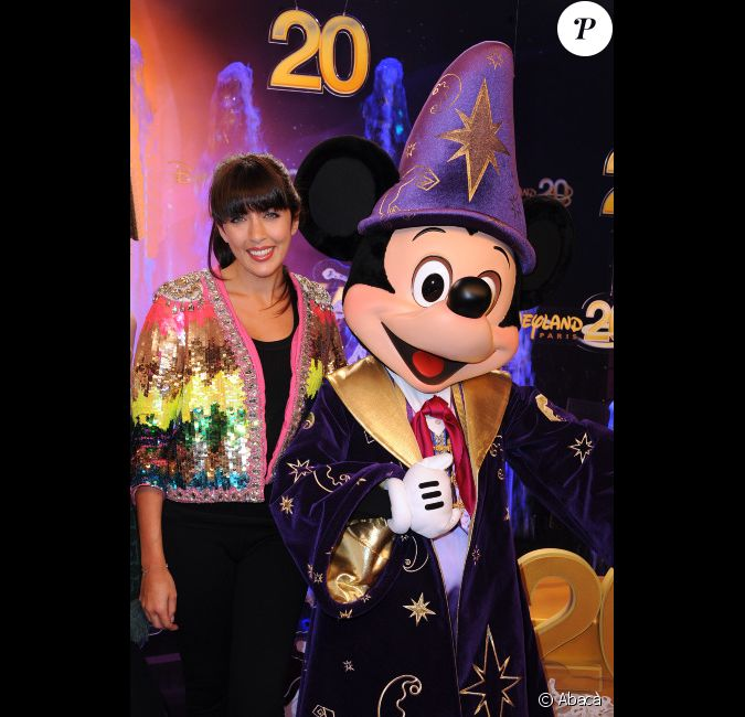 nolwenn leroy et mickey lors de la c l bration du 20e anniversaire de disneyland paris marne. Black Bedroom Furniture Sets. Home Design Ideas