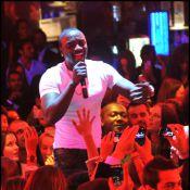 Akon : Un showman sensationnel devant un VIP Room plein à craquer