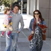 Alyson Hannigan, enceinte et décontractée, profite du soleil en famille