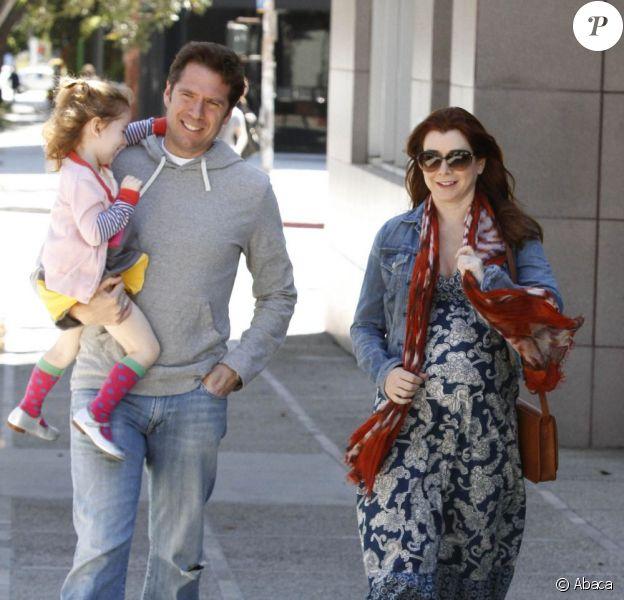 Balade en famille pour Alyson Hannigan, enceinte, accompagnée de son mari Alexis Denisof et de leur fille Satyana. Santa Monica, le 1er avril 2012.