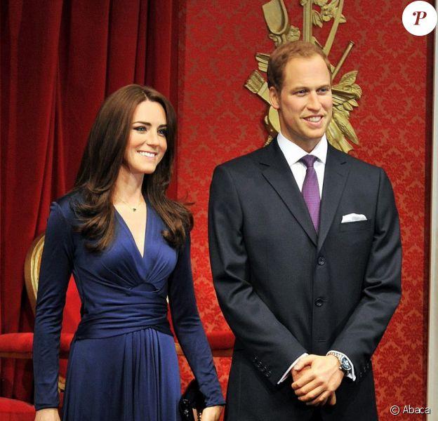 Le musée Madame Tussauds de Londres a dévoilé le 4 avril 2012 la première statue de cire de Kate Middleton. La duchesse de Cambridge est présentée avec son mari le prince William tels qu'ils étaient le jour de l'annonce officielle de leur fiançailles, Catherine arborant une réplique de la robe Issa bleue et de sa bague sertie d'un saphir.