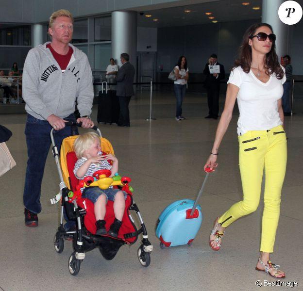 Boris Becker, Lilly Kerssenberg et le petit Amadeus en larmes à leur arrivée à Miami le 3 avril 2012
