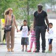 Heidi Klum et Seal, avec leurs enfants, en été 2011.