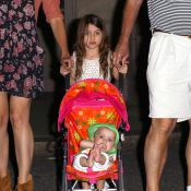 Suri Cruise se transforme en baby-sitter pour de tendres moments