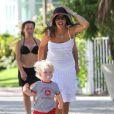 Lilly Kerssenberg et le petit Amadeus le 9 avril 2012 à Miami