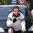 Nicolas Sarkozy profite de son lundi de Pâques pour s'offrir une longue randonnée à vélo à travers la campagne varoise le 9 avril 2012