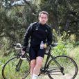 Nicolas Sarkozy profite de son lundi de Pâques pour s'offrir une longue randonnée à vélo à travers la campagne varoise et s'offrir un petite pause le 9 avril 2012
