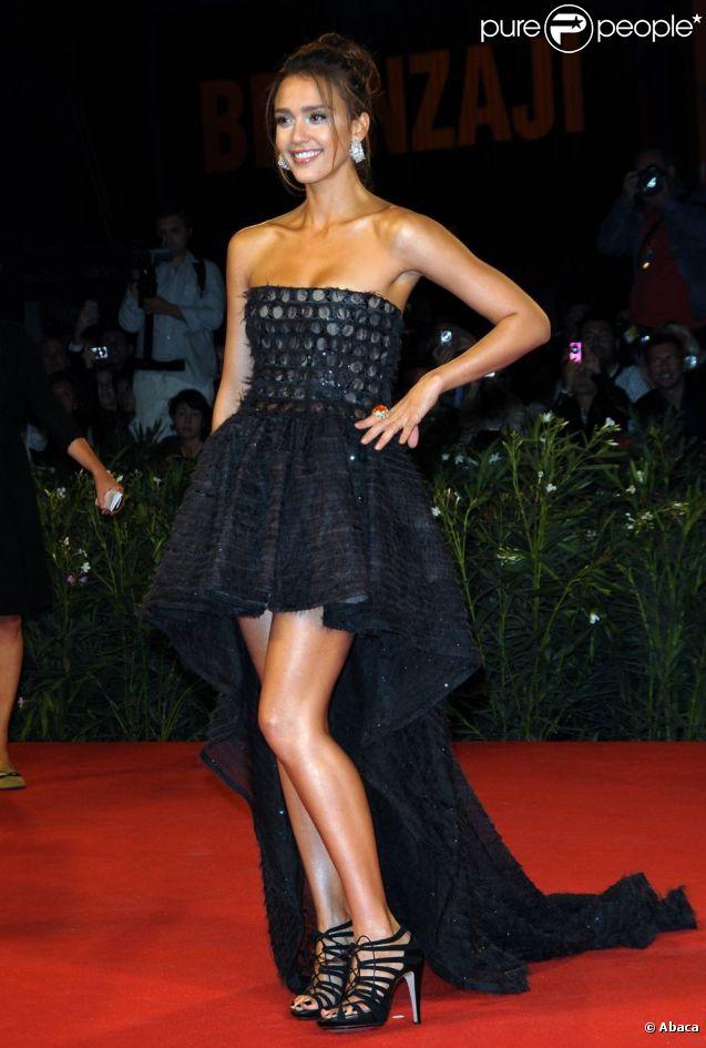 Bronzées, longues, les jambes de Jessica Alba sont sensationnelles !