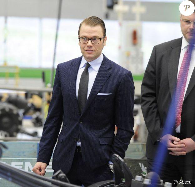 Le prince Daniel de Suède en visite chez Volvo à Göteborg le 12 avril 2012.