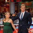 Elsa Pataky, radieuse aux côtés de son mari Chris Hemsworth lors de l'avant-première du film Avengers. Londres, le 19 avril 2012.