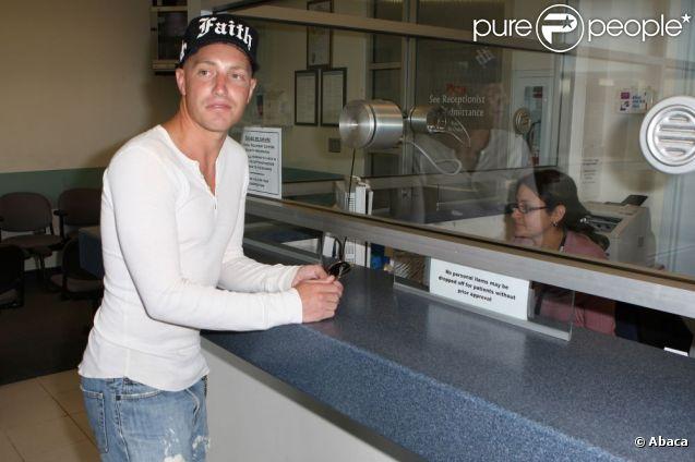 Lane Garrison à sa sortie de prison en avril 2009.