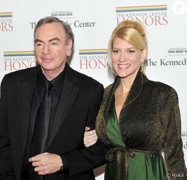 Neil Diamond, 71 ans, et Katie McNeil, 42 ans, ici le 3 décembre 2011 à Washington lors du dîner pour les personnalités honorées par le Kennedy Center, se sont mariés le 21 avril 2012 à Los Angeles.