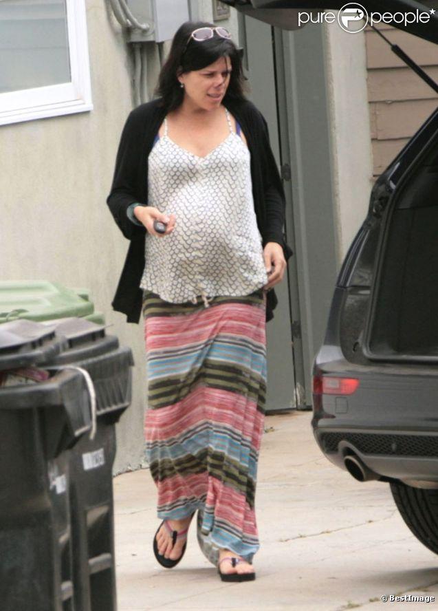 Neve Campbell enceinte, fait ses courses à Los Angeles le 21 avril 2012