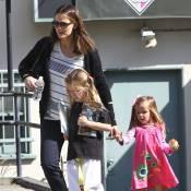Jennifer Garner, plus décontractée que glamour, est sereine avec ses filles