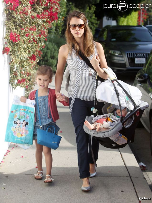 Jessica Alba, Honor et Haven, un trio à croquer sous le soleil de Los Angeles, le 29 avril 2012.
