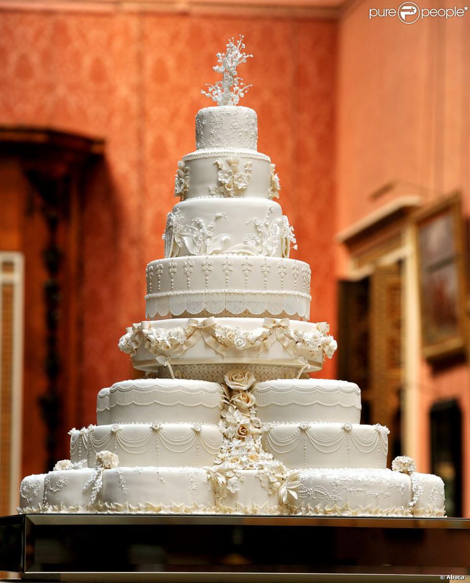 Le gâteau de mariage du prince William et Kate Middleton, oeuvre de la pâtissière Fiona Cairns, composé de 17 gâteaux individuels et orné de 900 pièces