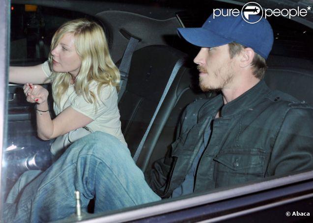 Kirsten Dunst et Garrett Hedlund à l'aéroport de New York, le 6 mai 2012.