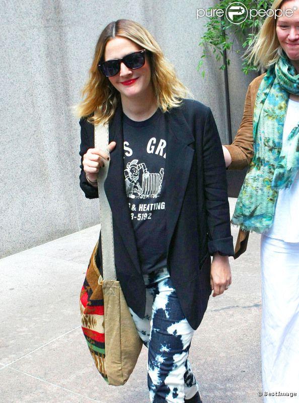 Drew Barrymore, une future mariée enceinte et très lookée, dans les rues de New York le 11 mai 2012