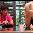 Catherine tente de discuter avec Marie dans Les Anges de la télé-réalité 4 le mercredi 16 mai 2012 sur NRJ 12