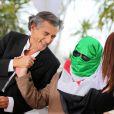 Bernard-Henri Lévy, lors du photocall de son documentaire Le Serment de Tobrouk au Festival de Cannes 2012 (hors compétition). Il était accompagné de vétérans libyens et de rebelles syriens