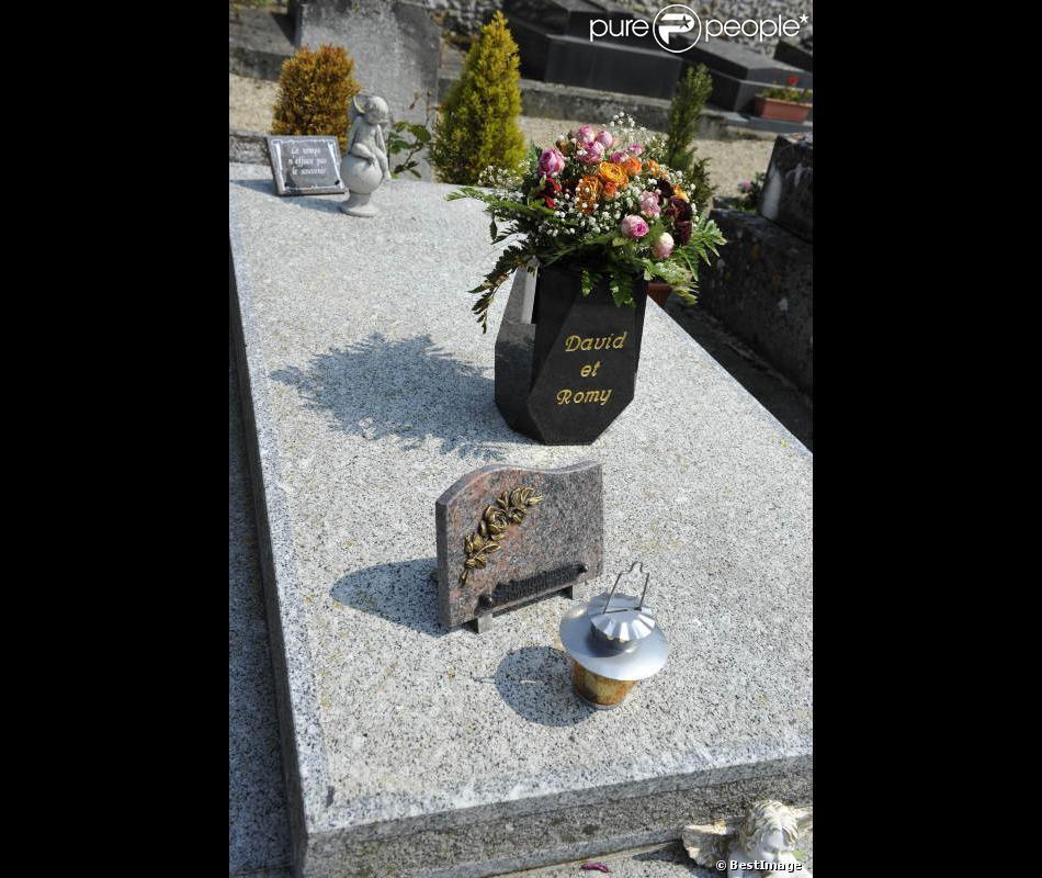 La tombe de romy schneider au cimeti re de boissy sans for A voir dans les yvelines