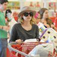 Emma Roberts se rend dans un supermarché Target à Los Angeles, le 15  mai 2012.