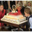 La princesse Laetitia Maria et ses cousins les princes jumeaux Nicolas et Aymeric ont veillé à ce que les bougies soient soufflées dans les règles de l'art par la princesse Astrid.   La princesse Astrid de Belgique a fêté ses 50 ans avec trois jours d'avance le 2 juin 2012 dans sa résidence Schonenberg, entourée de la famille royale (sauf le prince Philippe et la princesse Mathilde, ainsi que la reine Fabiola).