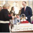 L'archiduc Lorenz supervise le découpage du gâteau.   La princesse Astrid de Belgique a fêté ses 50 ans avec trois jours d'avance le 2 juin 2012 dans sa résidence Schonenberg, entourée de la famille royale (sauf le prince Philippe et la princesse Mathilde, ainsi que la reine Fabiola).