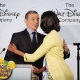 Michelle Obama et Robert A. Iger lors d'une l'annonce de l'engagement de Walt Disney, dans la lutte contre l'obésité, à Washington le 5 juin 2012