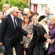 Barry Gibb et la veuve Dwina aux obsèques de Robin Gibb à Thame le 7 juin 2012.
