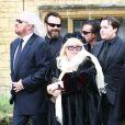 Barry Gibb, Dwina et Robin-John, le fils du chanteur, aux obsèques de Robin Gibb à Thame le 7 juin 2012.