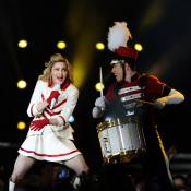 Madonna sur scène : Une majorette de 53 ans aux cuisses d'acier impressionnantes