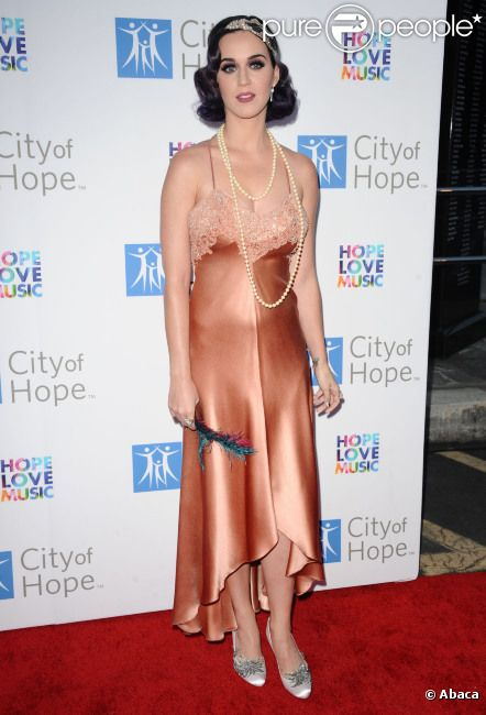 Katy Perry assiste au gala City of Hope, à Los Angeles, le mardi 12 juin 2012.