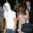 """""""Justin Bieber vient chercher sa petite amie Selena Gomez, à l'aéroport de Toronto, le vendredi 15 juin 2012."""""""