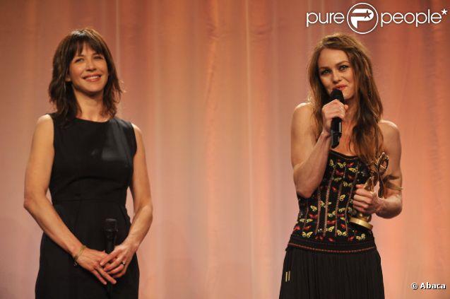 Sophie Marceau et Vanessa Paradis lors de la cérémonie de clôture du Festival du film romantique de Cabourg, le 16 juin 2012