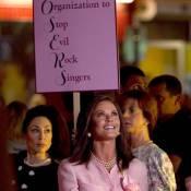 Rock Forever : Catherine Zeta-Jones, serrée dans son tailleur, fait swinguer !