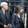 Raymond Domenech et Estelle Denis lors des obsèques de Thierry Roland le 21 juin 2012 en l'église Sainte-Clotilde à Paris