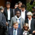 Basile Boli, Guy Roux et Patrick Bruel lors des obsèques de Thierry Roland le 21 juin 2012 en l'église Sainte-Clotilde à Paris