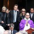Gary et sa mère Françoise Boulain lors des obsèques de son père Thierry Roland le 21 juin 2012 en l'église Sainte-Clotilde à Paris