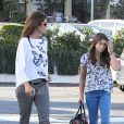 Cindy Crawford donne a sa fille son it-bag Longchamp par Kate Moss. A Los Angeles, le 22 juin 2012.