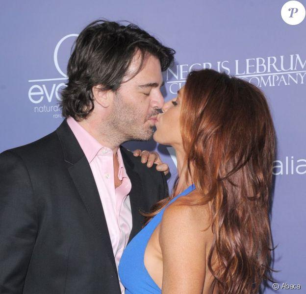 Poppy Montgomery et son nouveau compagnon Shawn Sanford s'embrassent à la soirée organisée en l'honneur de Liam Hemsworth et Yvonne Strahovski par l'Australians In film, à Los Angeles, le 27 juin 2012.