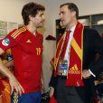 Le prince Felipe dans le vestiaire espagnol. L'héritier du trône s'est délecté du triomphe de l'Espagne, qui a conservé de superbe manière son titre à l'issue de l'Euro 2012, battant en finale l'Italie 4 à 0, le 2 juillet 2012 à Kiev (Ukraine).