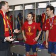 Le prince Felipe, qui félicite ici Iniesta et Busquets, deux grands artisans de la suprématie ibérique, s'est délecté du triomphe de l'Espagne, qui a conservé de superbe manière son titre à l'issue de l'Euro 2012, battant en finale l'Italie 4 à 0, le 2 juillet 2012 à Kiev (Ukraine).