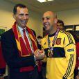 Le prince Felipe, ici au côté d'un Pepe Reina radieux, s'est délecté du triomphe de l'Espagne, qui a conservé de superbe manière son titre à l'issue de l'Euro 2012, battant en finale l'Italie 4 à 0, le 2 juillet 2012 à Kiev (Ukraine).