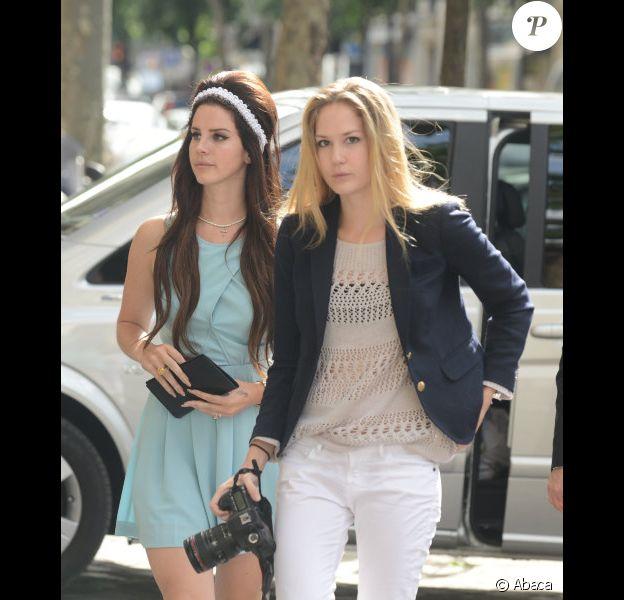 Lana Del Rey et sa soeur à Paris le 2 juillet 2012