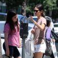 Rachel Bilson et sa soeur sortent faire quelques courses à Los Angeles, le lundi 9 juillet 2012.